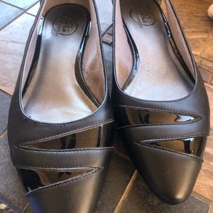 Lifestride simply comfort black pointed toe flats